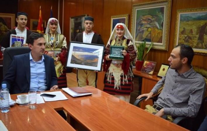 """Ministri i Kulturës, Asaf Ademi, sot ka zhvilluar takim pune me udhëheqësinë dhe anëtarët e Ansamblit folklorik """"Vapcarov"""""""