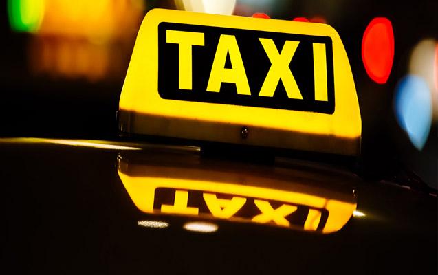 Taksisti nga Gradeci tenton të dhunoje udhëtaren 19 vjeçare, ja si i iku…