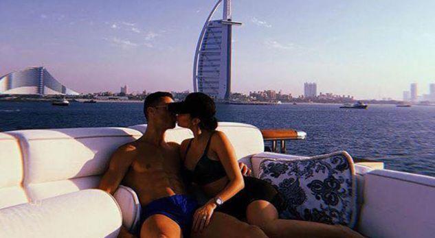Ronaldo zbarkon në Dubai, pushon me të dashurën