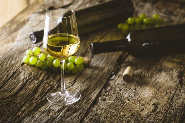 Për të gjithë ju që pëlqeni të pini verë të bardhë, kemi një lajm shumë të keq