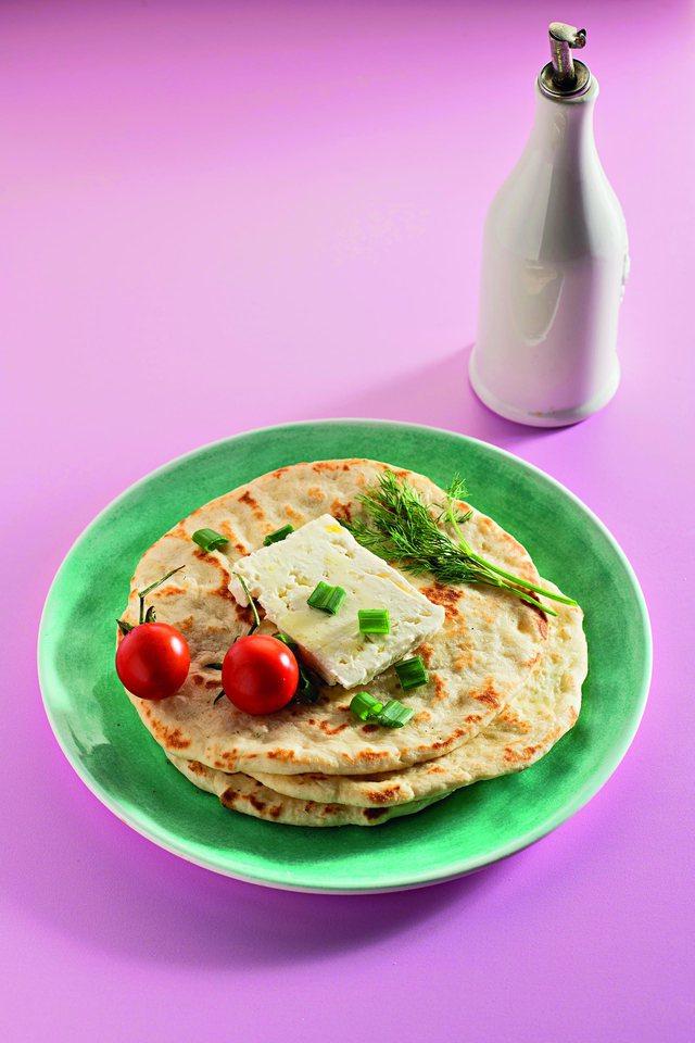 Nuk kanë të krahasuar me ato të blerat; receta e vërtetë e piteve greke