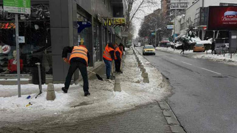 Bora mbuloi rrugët e Shkupit, a do të pastrohen rrugët në kohë? (Foto)