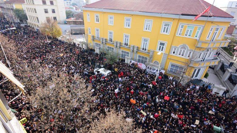 Më 7 janar studentët u rikthehen protestave masive në Shqipëri