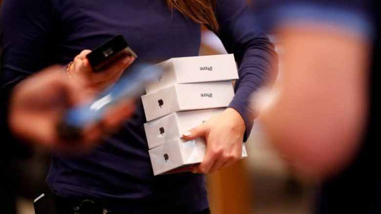 Apple urdhëron tërheqjen e iPhoneve nga dyqanet në Gjermani