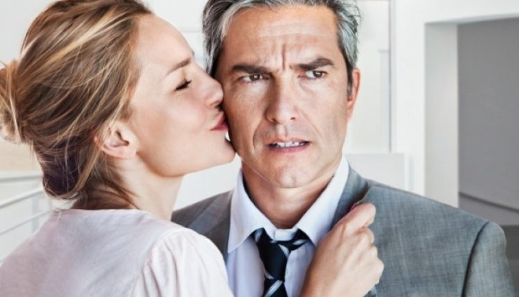 Pse femrat tërhiqen nga burrat e martuar? Dilemë e madhe!