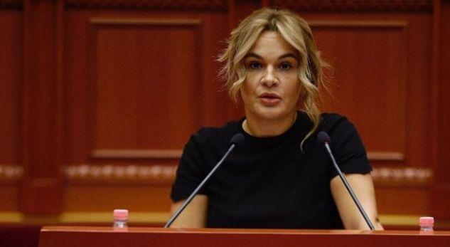 Kryemadhi sulmon ministren nga Kosova: Këtu në Shqipëri ka rregulla, mos u sill si halabakë!
