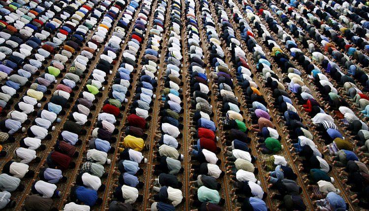 Studim: Islami brenda këtij shekulli bëhet feja më e madhe në botë