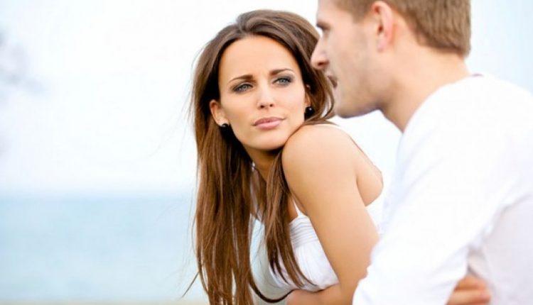 Çfarë shikon më së pari mashkulli te një femër e zhveshur?