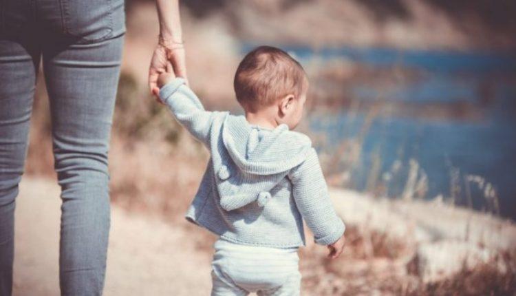 Fëmijët e lumtur kanë prindër që i bëjnë këto gjëra