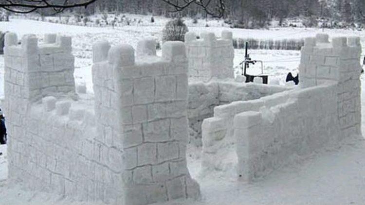 Fillon ndërtimi i qytetit të borës në Kodër të diellit