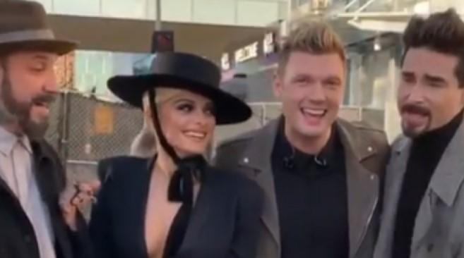 Bebe Rexha takohet me djemtë e Backstreet Boys, emocionet nuk e lejojnë ta këndojë hitin e grupit