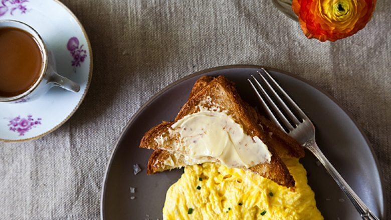 Konsumimi i tri apo më shumë vezëve në javë e rritë rrezikun e sëmundjeve të zemrës