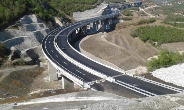 Afër përfundimit autostrada që lidhë Kosovën me Maqedoninë (FOTO)