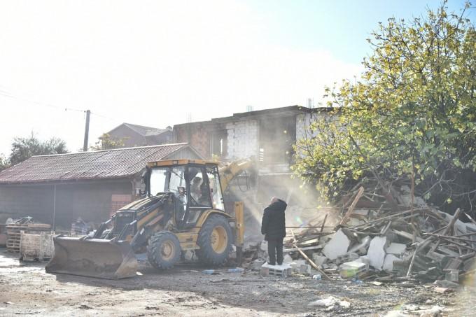 Në Kumanovë, rrënohen objektet e ndërtuara në mënyrë joligjore