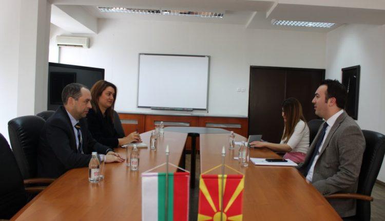 Ministri Arbër Ademi takoi ambasadorin bullgar, Angel Angellov