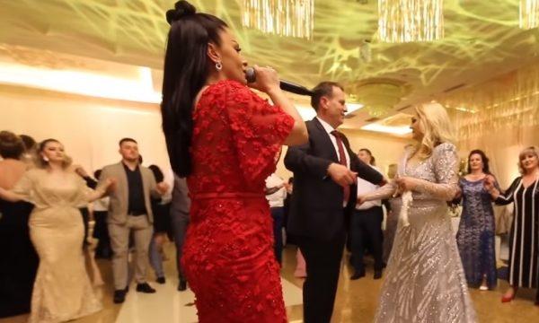 Shkurte Gashi 'ndezi' atmosferën në dasmën e djalit të Remzie Osmanit