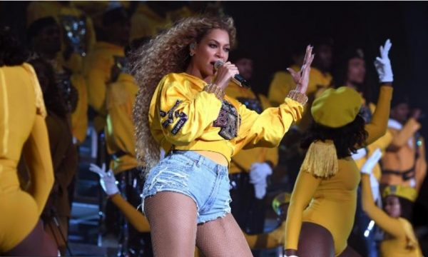 """""""Isha 98 kg"""", Beyonce flet mbi problemet e shtatzënisë dhe dietat e ashpra"""