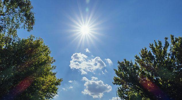 Moti me diell dhe i ngrohtë