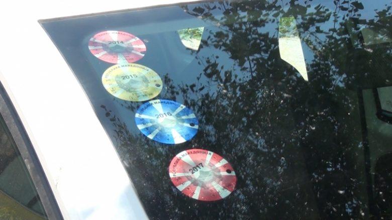 Maqedoni, hiqet detyrimi për posedim të ngjitëses që tregon regjistrimin e makinës