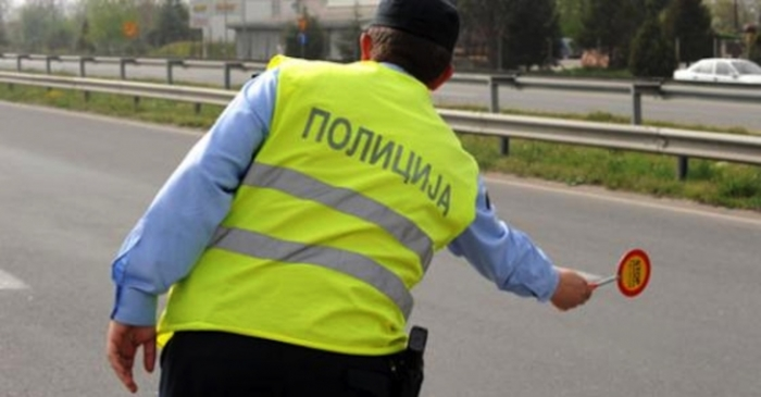 Në Shkup janë gjobitur 17 shoferë sepse kanë folur në celular
