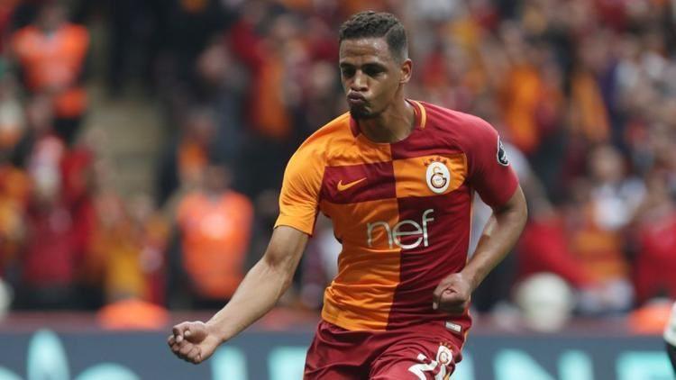 'Çmenduri' në Turqi, Galatasaray fiton derbin dhe rrëmben pozitën e parë