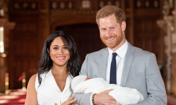 Meghan dhe Princ Harry prezantojnë djalin e tyre