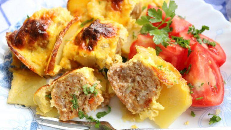 Qofte krejt të pazakonshme me patate: Ushqim të cilin do ta pëlqeni!
