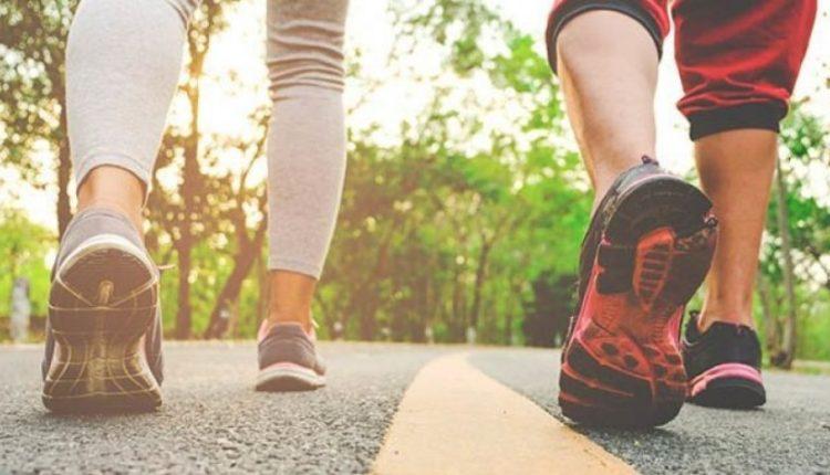 Teknika në ecje që ju ndihmon t'i digjni 40% më shumë kalori