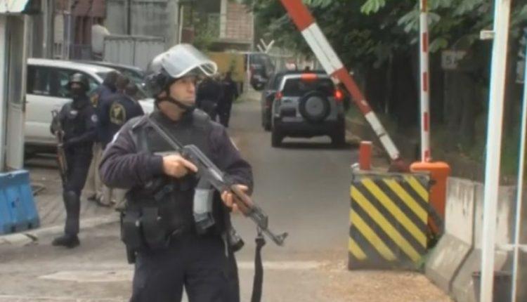 Pamje nga arrestimet e njësisë speciale në veri të Mitrovicës (VIDEO)