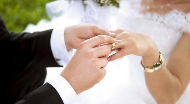 Cilat janë vitet më të lumtura dhe më të vështira të martesës