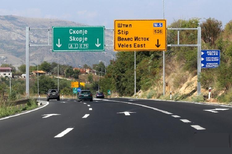 Është mbyllur njëra korsi e autostradës Shkup-Veles