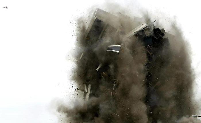 Ndërtesa gjigante e Martin Tower shembet për 16 sekonda (VIDEO)