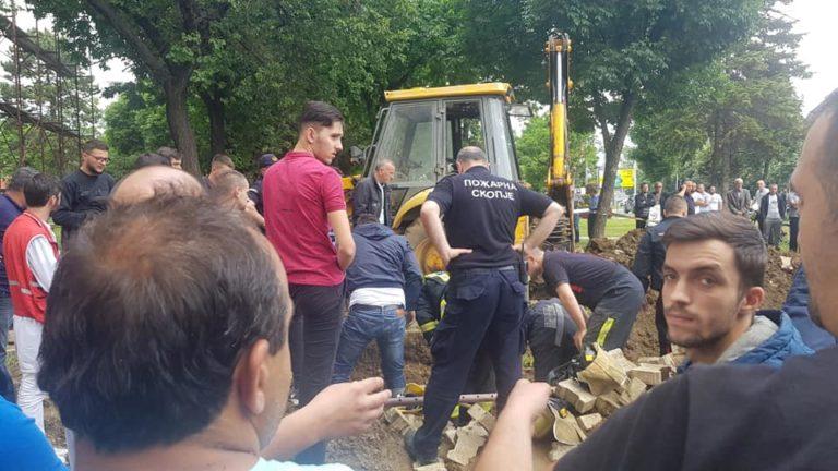 Tragjedi në Çair, vdesin dy vëllezër gjatë hapjes së një kanali (FOTO)