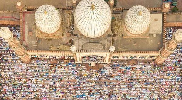Pamje mahnitëse nga droni, falja e Fiter Bajramit në vende të ndryshme të botës
