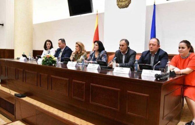 Grupi i pavarur nga VMRO-DPMNE-ja kërkon vende të garantuara për deputet nga etnitë nën 20 për qind