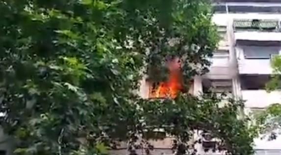 Digjet një banesë në Kisella Vodë, ka njerëz të ngujuar në ndërtesë (Video)