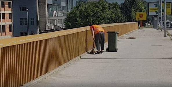 Pushohet nga puna, punëtori i cili i hodhi mbeturinat në Vardar