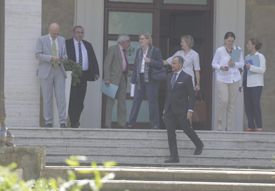 """Shkarkimi i Presidentit në Shqipëri, Rama 90 minuta """"kokë më kokë"""" me ambasadorët"""