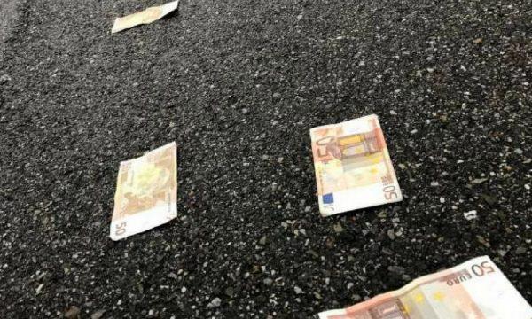 A keni gjetur para në rrugë? Ky është kuptimi i mahnitshëm