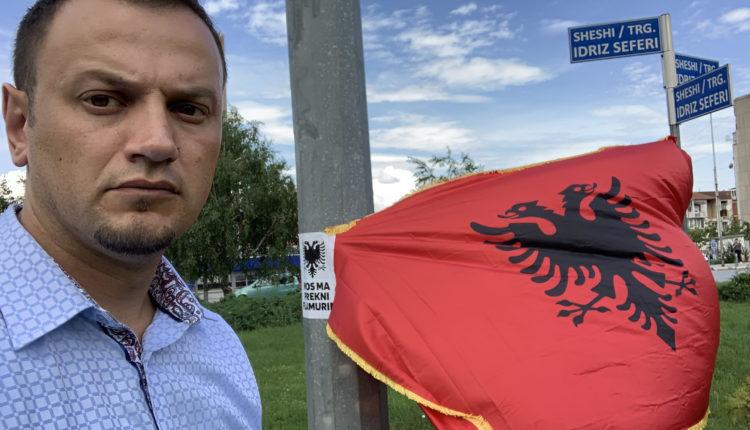 Përdhosët flamuri kombëtar në Prishtinë