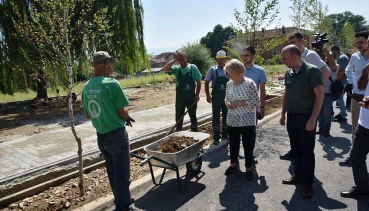 Teuta Arifi inspekton punimet në Reçicë të Vogël (VIDEO)