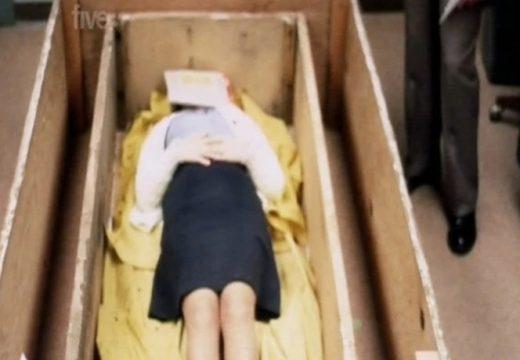 Histori e tmerrshme: Vajza që u rrëmbye kur ishte 20-vjeç dhe u mbajt brenda një arkivoli për shtatë vite