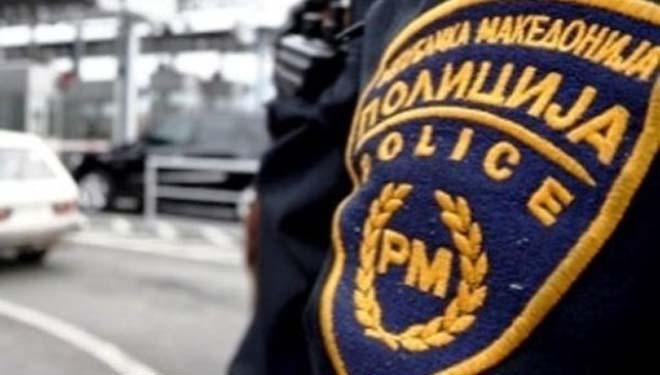 Në Zhelinë të Tetovës, babai plagos djalin! E kap në makinë me shokun e tij