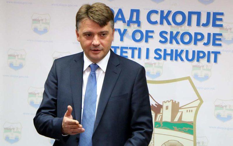 """Shilegov: Qytetarët edhe dy vjet e gjysmë do të """"piqen"""" në autobusë privat"""