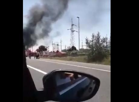 Merr flakë makina në qarkoren e Shkupit (VIDEO)