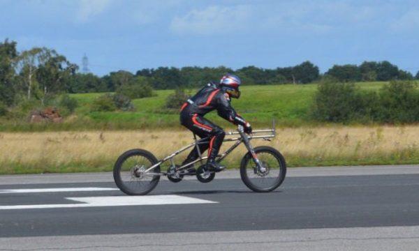 Çiklisti thyen rekord me shpejtësinë prej 280 kilometrash në orë