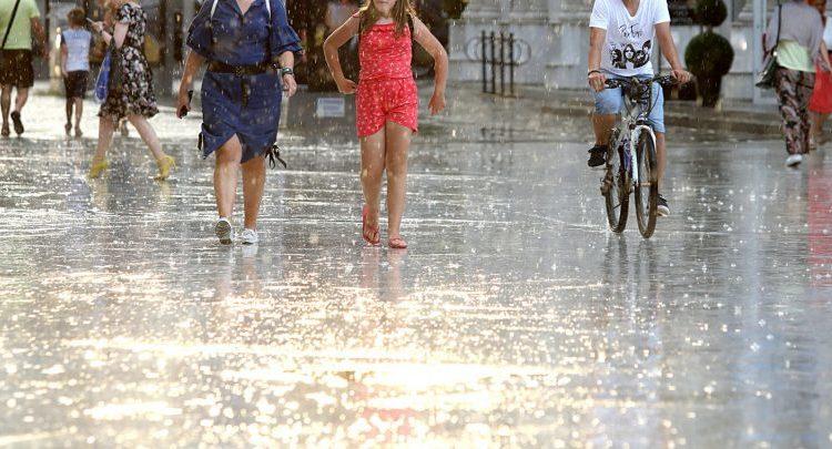 Pasdite ndryshim të motit dhe shi i rrëmbyeshëm, nesër ulje të temperaturave