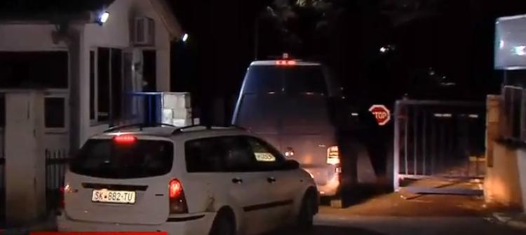 Katica Janeva me furgon policie futet në burgun e Shutkës (VIDEO)