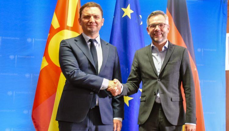 Osmani – Rot nga Berlini: Për një javë Bundestagu do të jepë dritë jeshile për fillimin e negociatave me Maqedoninë e Veriut