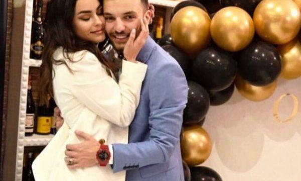 Olsi Bylyku i propozon martesë të dashurës dhe me një ide origjinale